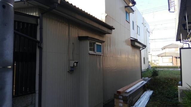 トタン壁からの雨漏り処理