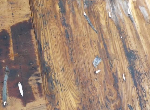 小さな屋根の破損を放置した結果葺き替える羽目に・・・