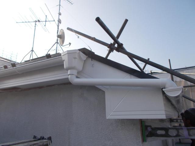 先日の屋根修理も追いついていない中